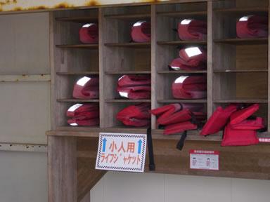 福岡市海づり公園ライフジャケット棚